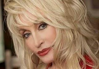 Dolly Parton kan tjene fett på Whitney Houston-død, fordi Whitney topper igjen hitlistene etter sin død! thumbnail