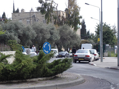 Traffic stops during Yom ha-Shoah siren