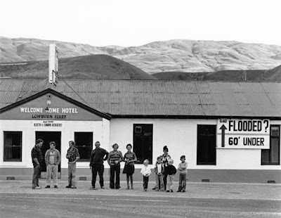 Lowburn residents outside the Welcome Home Hotel, 1978