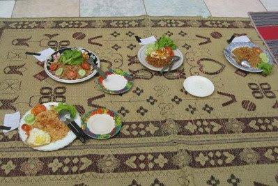 Nasi goreng karya bapak-bapak, mak nyusss tenaaan , lha wong