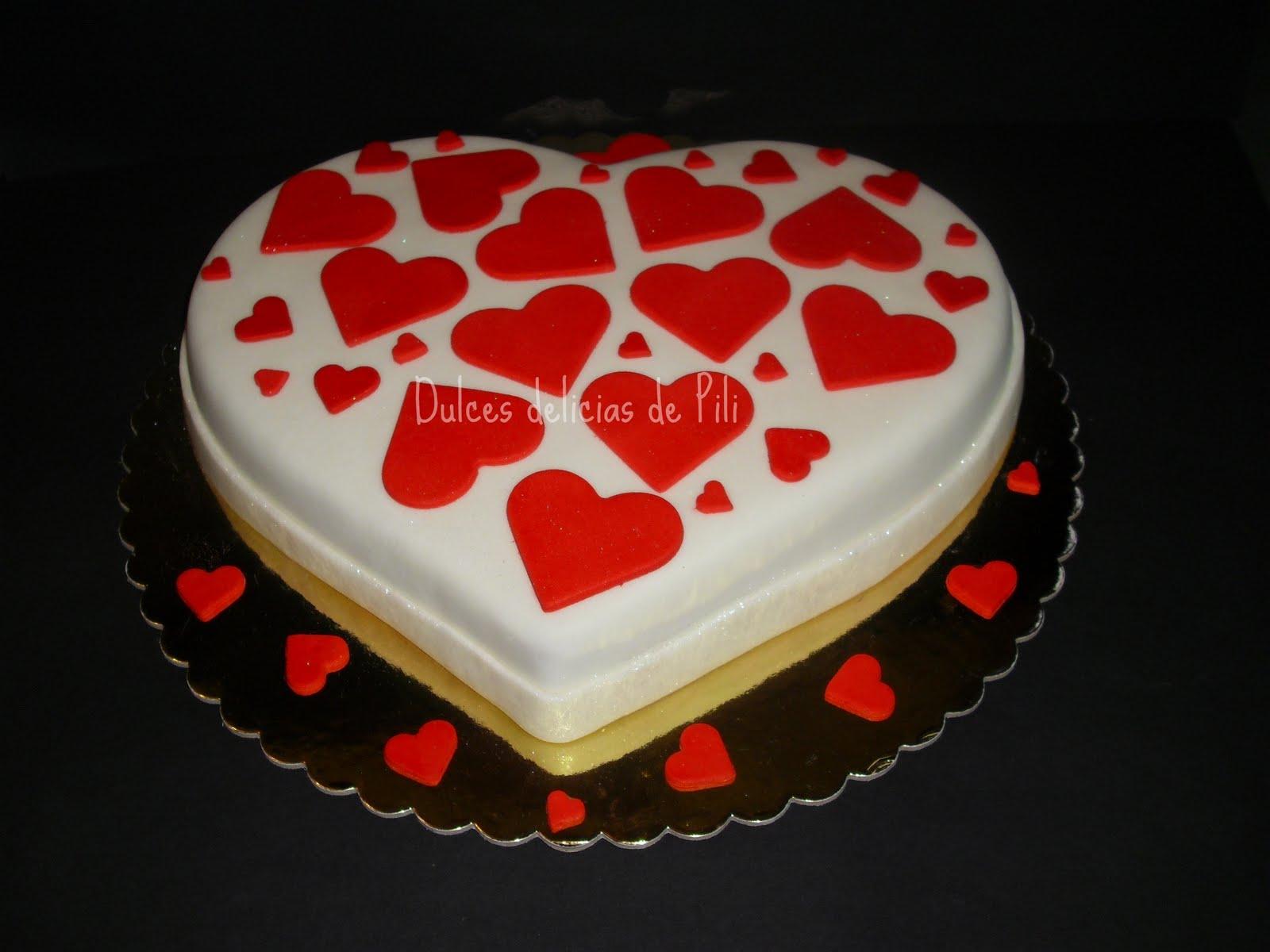 ... de bodas muy especial hice esta torta en forma de corazon lleno de