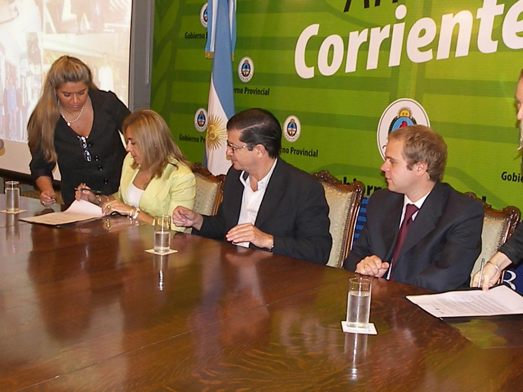 A su salud por primera vez en la argentina presentan en for Salon 7 puntas corrientes