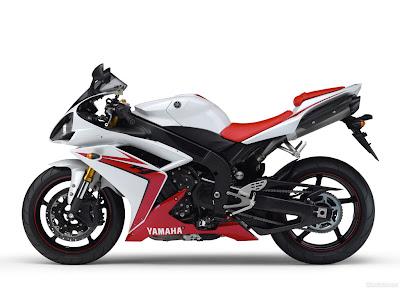 REVIEW MOTOsport Yamaha YZF-R1