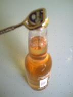 Hay 2 formas de abrir una botella ¿Cómo se hace menos fuerza?