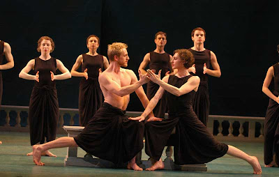 Craig Biesecker (Aeneas) and Amber Darragh (Dido), Mark Morris Dance Group, photo by Stephanie Berger