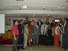 Entrega  de reconocimientos  en el II congreso  de Historia Regional  en Miranda