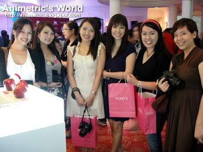 Bloggers at Ponds + Plains & Prints Fashion's Finest Beauty's Best