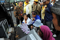 >Government supporters rally in Thailand against protest alliance