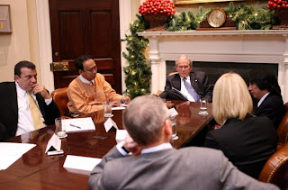 >US president meets with bloggers