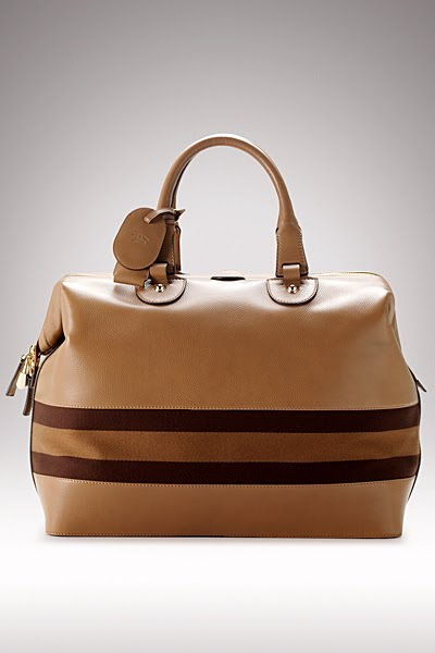 gucci 126 4. below: gucci cleaned up their bag designs for fall winter 2010, back to the classicsan effort commendable when they are offering us these gorgeous 126 4