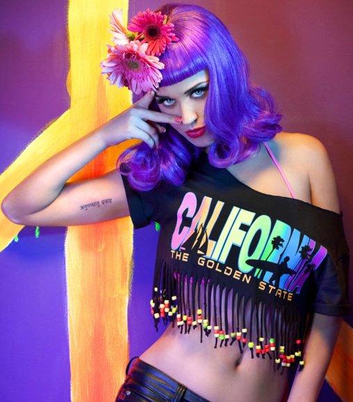 Katy Perry se luce en un bikini de goma. Ya puedes ver el video musical para ...