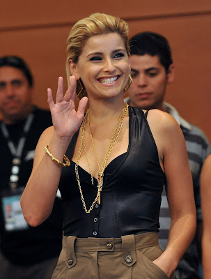 nelly furtado god hands