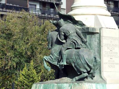 Detalle del culo de un caballo de la Plaza de las Batallas de Jaen.