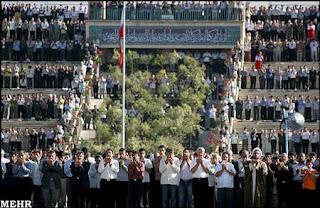 http://4.bp.blogspot.com/_nf76n5LrKmM/SOUEPSKjB-I/AAAAAAAAAf0/13yUMtcAyUM/s320/Solat+Aidilfitri+1429..Tehran..2.jpg
