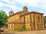 Es un templo construido en 1270. Si bien en esa época un nuevo estilo, el gótico,
