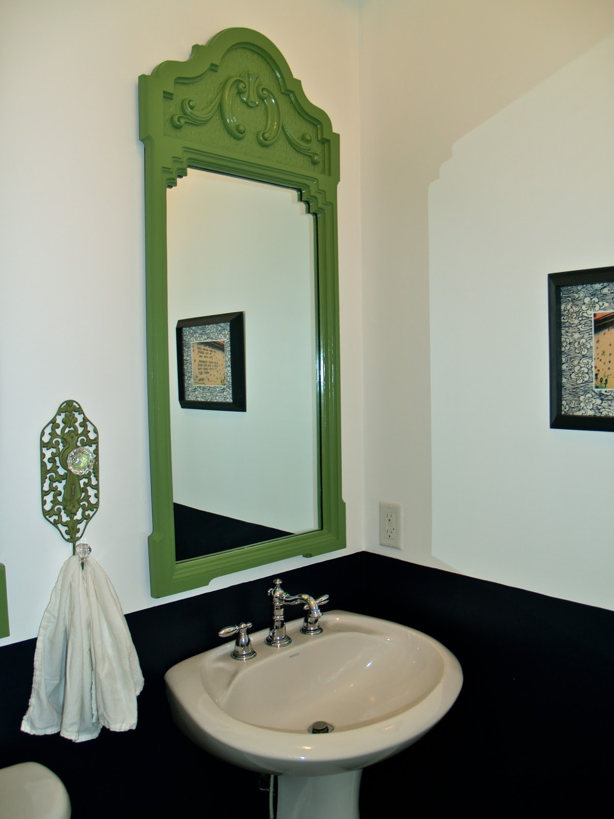 10 Rooms: How I Reno\'d the Powder Room - Without Renovating!!