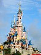 A day is barely sufficient enough to enjoy and look at all Paris Disneyland. (sdc conew )