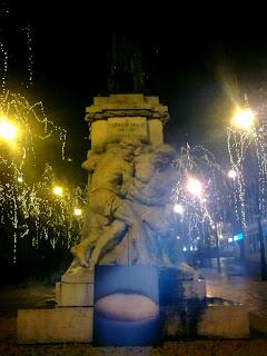 O quadro aos pés da estátua a Carvalho Araújo