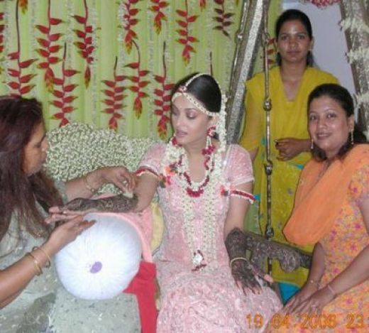 side of bachchan s house bridal mehndi of aish hands amitabh bachchan ...