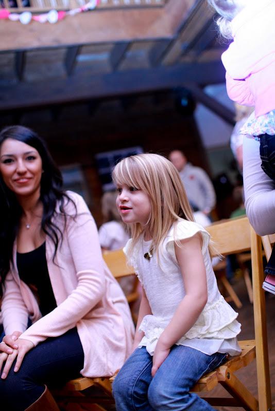 Ally's 5th Birthday | 5th birthday party ideas | owl themed birthday party | owl themed dessert table | girl birthday party ideas | kids birthday parties | diy birthday party ideas | diy dessert tables || JennyCookies.com #owlpartyideas #kidsbirthday #desserttables