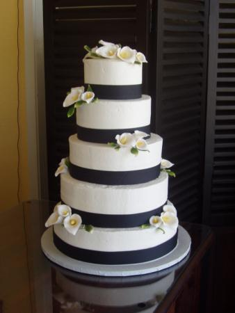Picture of Black Ribbon And Cala Lilies Wedding Cake