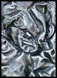 buste en creux déformé comme écrasé contre une vitre
