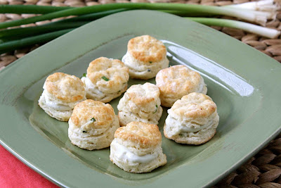 Mini Pepper Biscuits with Creamy Blue Cheese Spread Recipe - Cookin ...