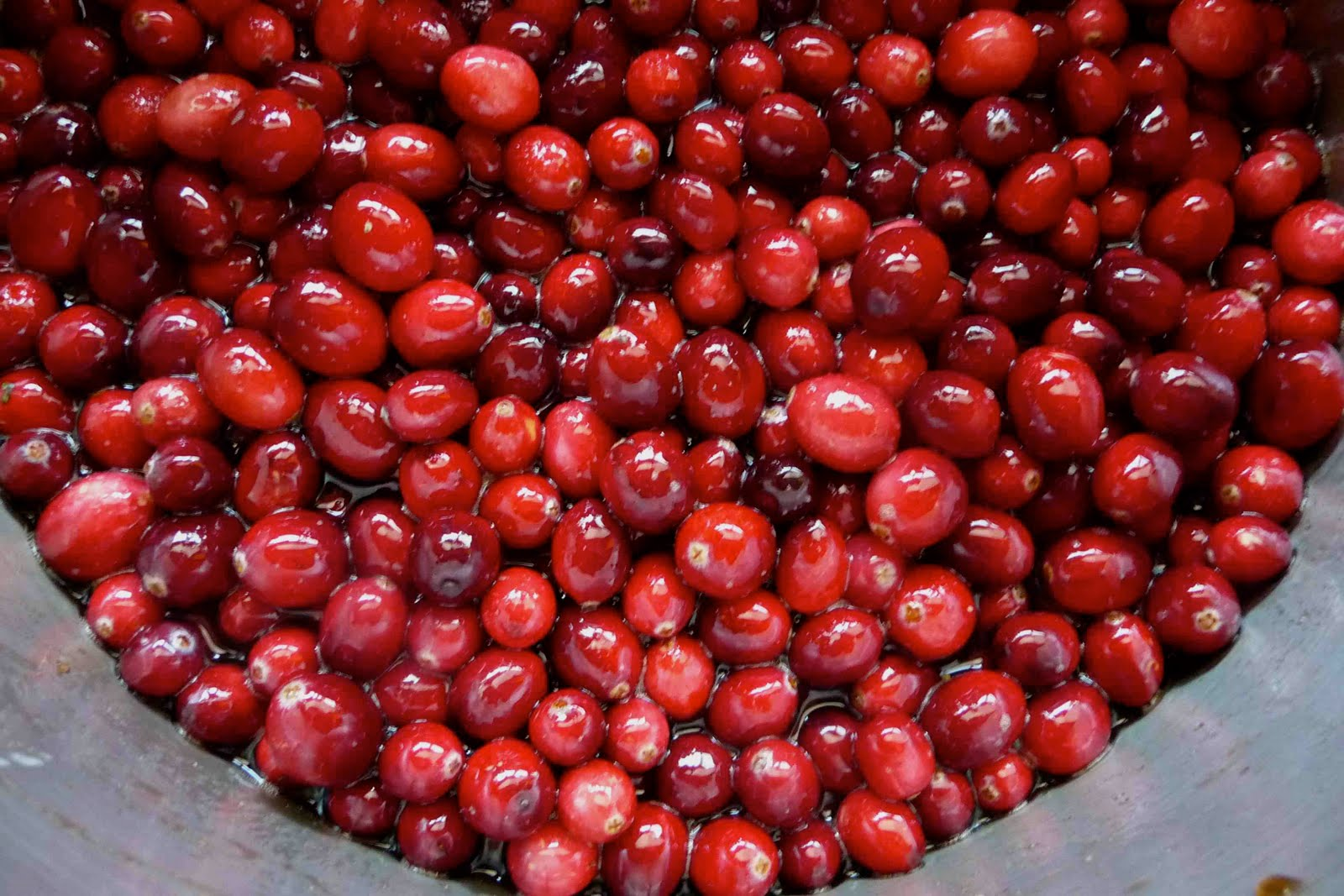 Maple & Brown Sugar Cranberry Sauce Recipe - Cookin Canuck