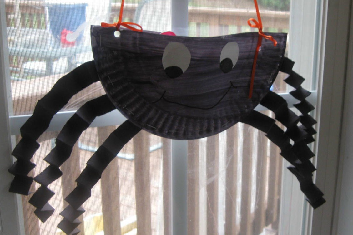 Paper Plate Spider & Play With Me: Paper Plate Spider