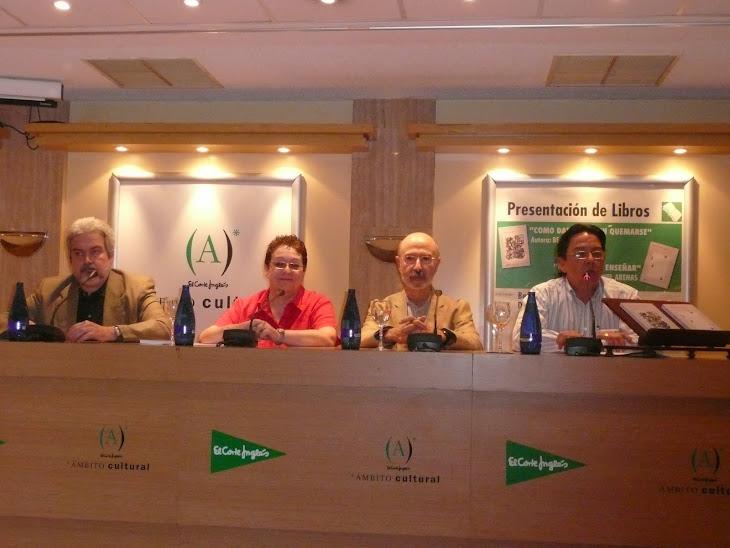 """PRESENTACIÓN DE """"CÓMO DAR CLASE SIN QUEMARSE"""" EN EL CORTE INGLÉS DE COLÓN (VALENCIA). 24 MAYO 2010."""