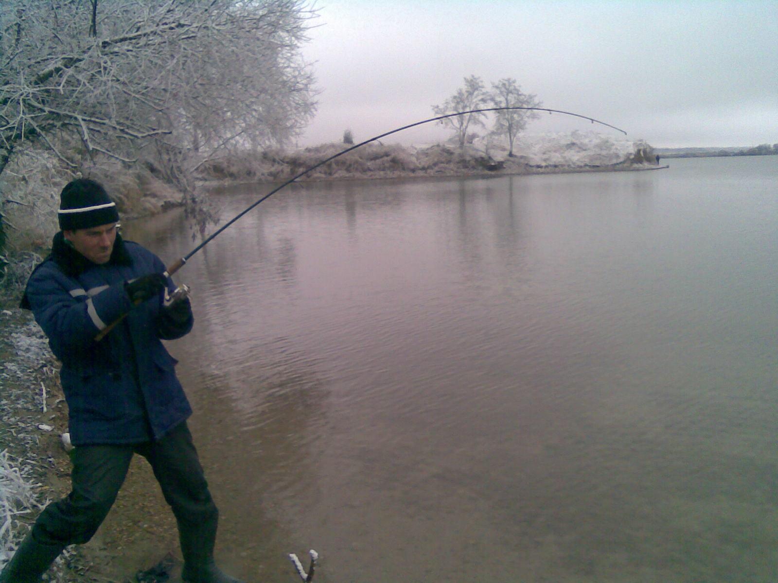 ловля рыбы на карьерах видео