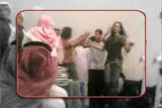 القت الشرطه السعوديه فى مارس 2008 القبض على رجال يتصرفون بميوعه و يرتدون ملابس شفافه و يضعون عطور نسائيه و هناك غير تلك الواقعه كثير