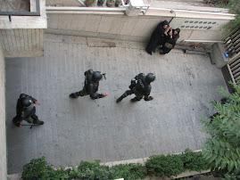عکس از ورود يگان ويژه به خانه مردم