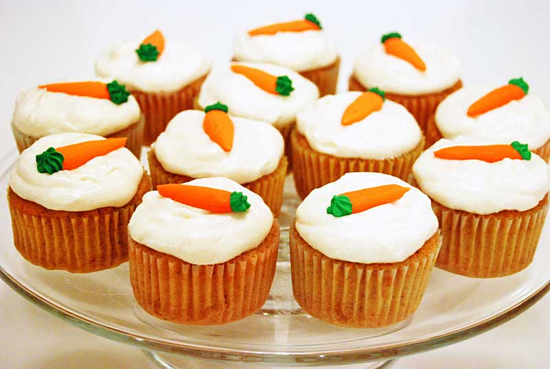 ALL i WANNA DO is BAKE!: Carrot Cake Cupcakes....