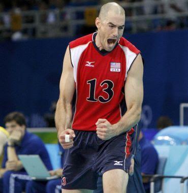 O jogador estadunidense Clayton Stanley brada durante o jogo