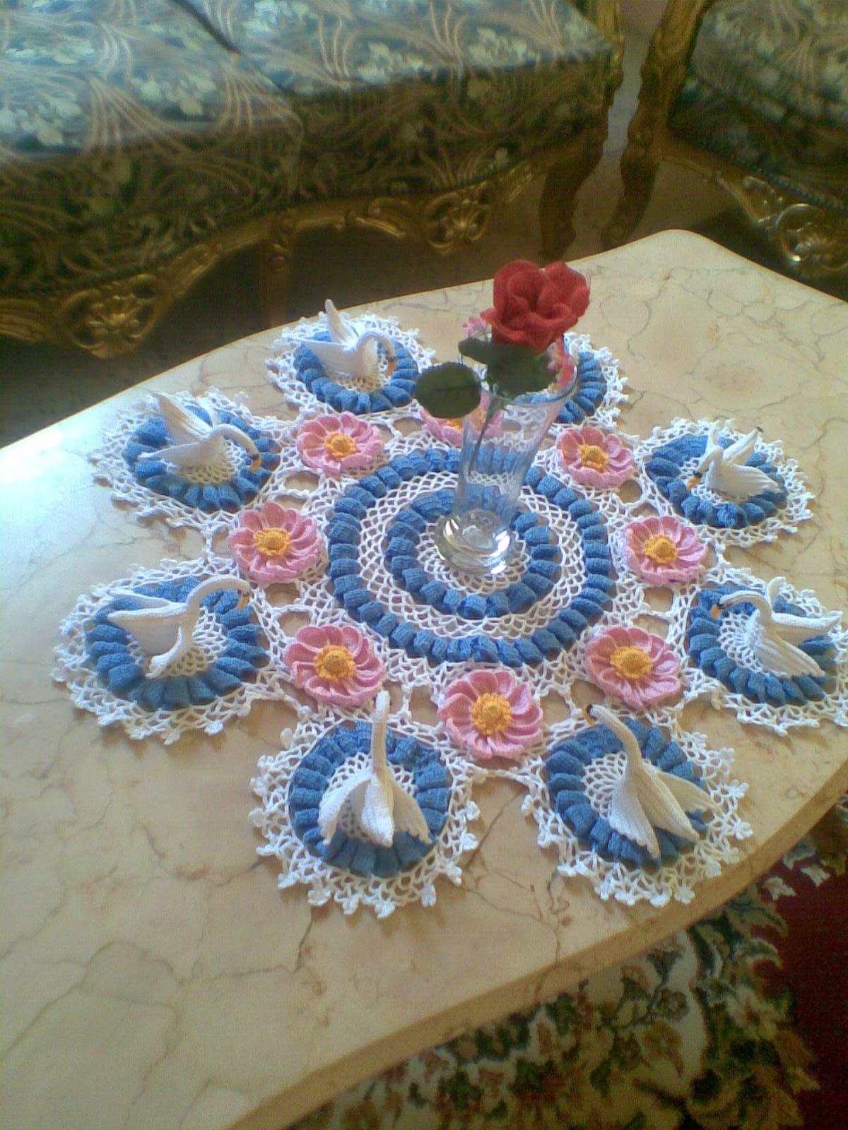 Free Crochet Swan Doily Pattern : Ms.crochet: Swan lake doily