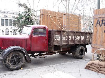 Camión transportando cuadros salvados del Prado