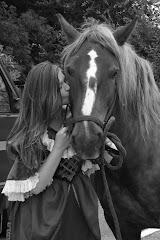 """""""Le bonheur est fait de trois choses sur Terre. Un beau soleil, une femme et un cheval"""