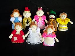 A1. Boneka Jari bertema Keluarga