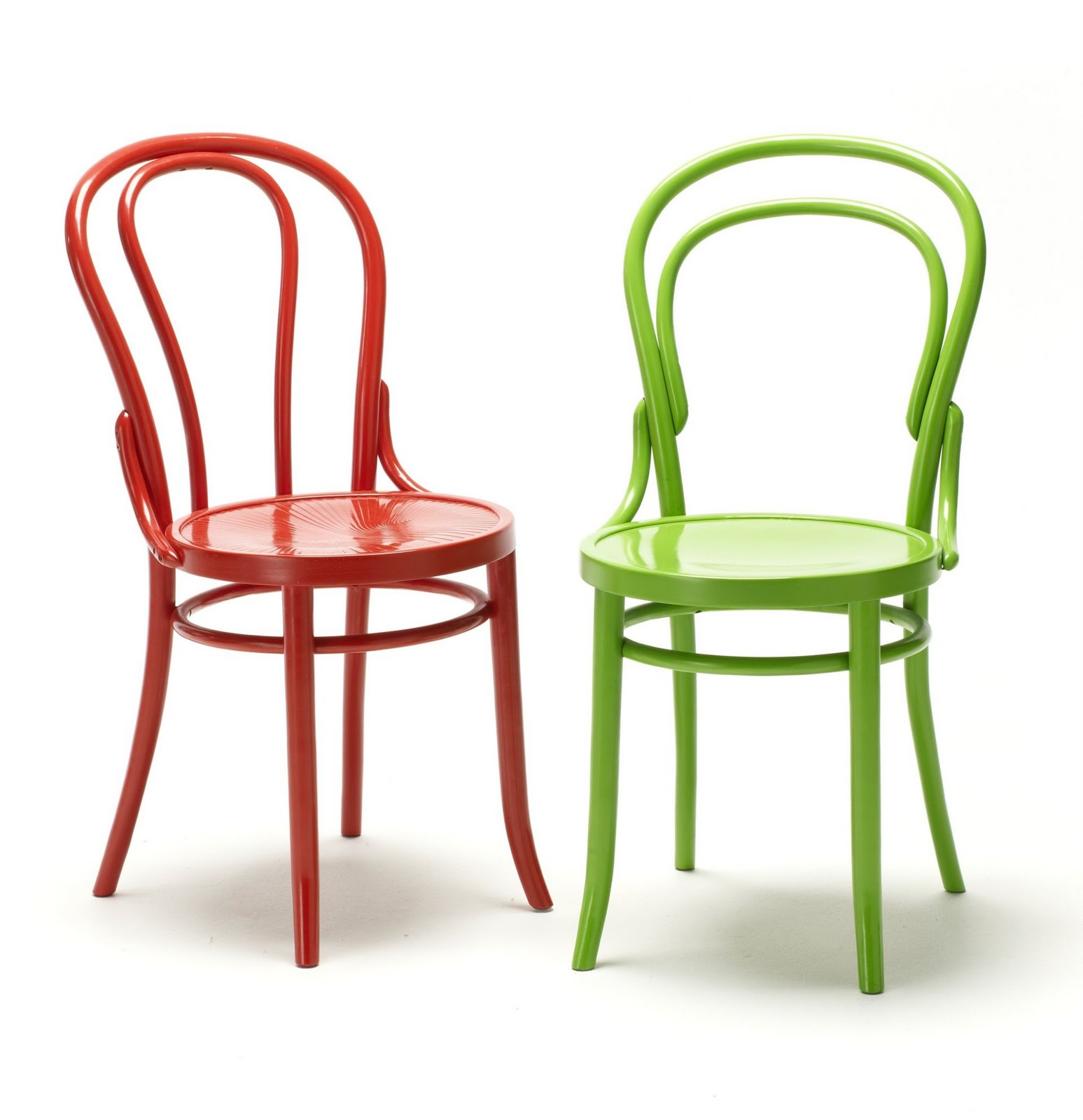 Amazing-design-Bentwood-chairs-with-comfortable-design-in-two-colors-green-and-red-for-the-home