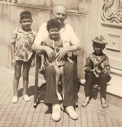 Año 1964: Julio Pablo Comolli con sus tres nietos: Jorge Margitic, Ibar Eduardo Gatica y Claudia Viviana Cristina Gatica