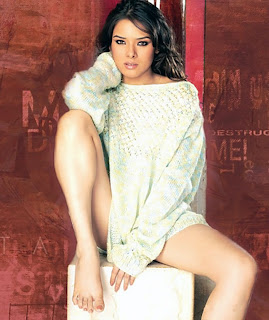 Sitting Sexy- Udita Goswami super hot pose showing her legs
