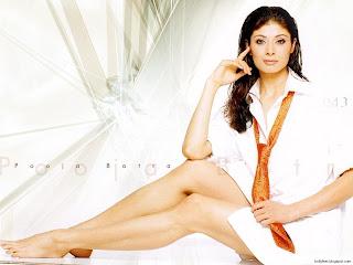Pooja Batra Wallpaper - Super Sexy Legs