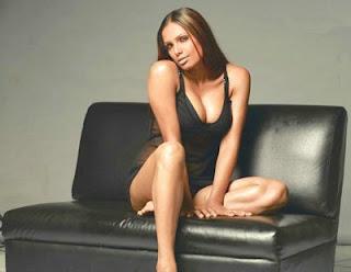 Sexy Naina Dhariwal