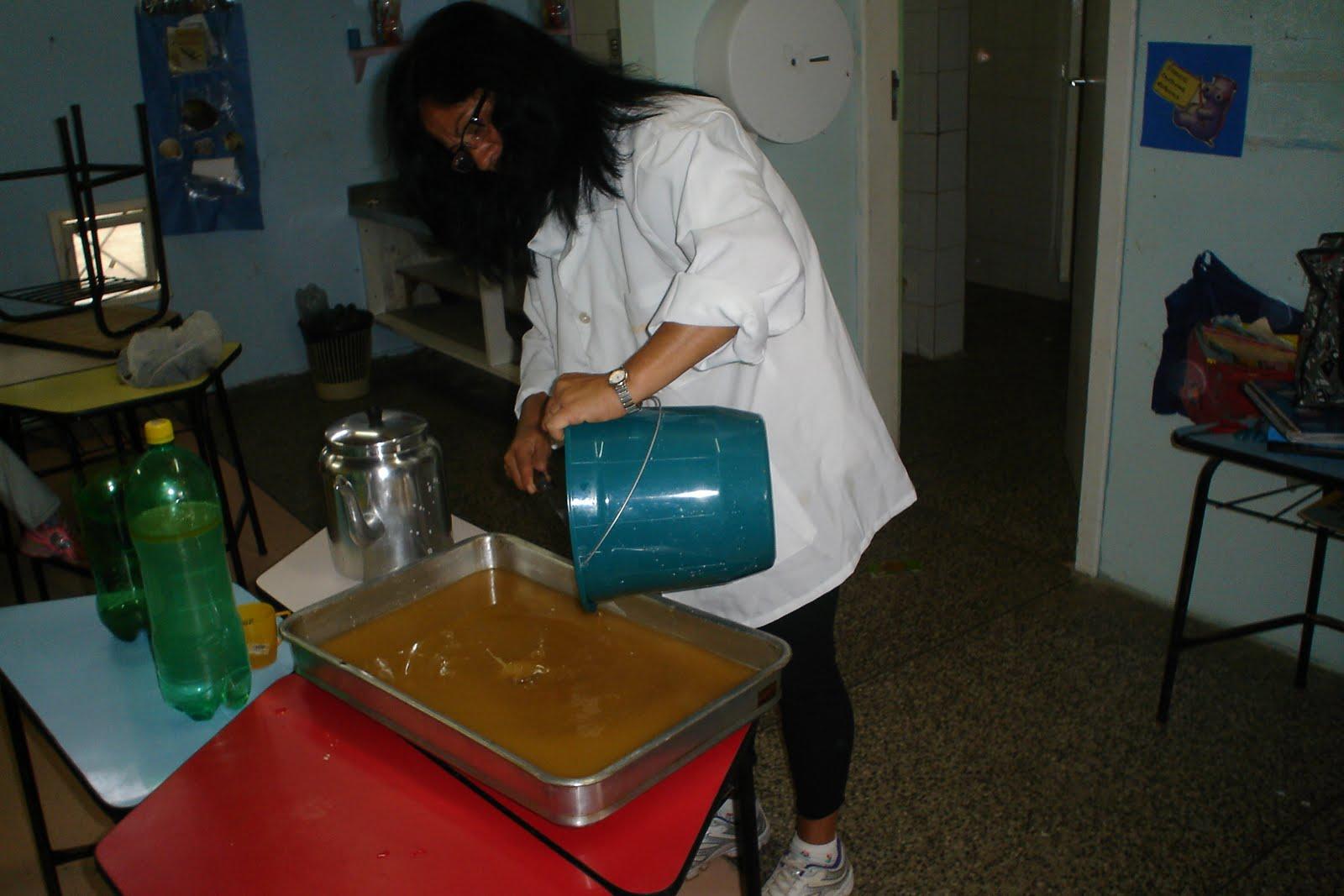 EMEI Ilha da Pintada: Reciclagem de óleo de cozinha FAZENDO SABÃO #722413 1600 1067