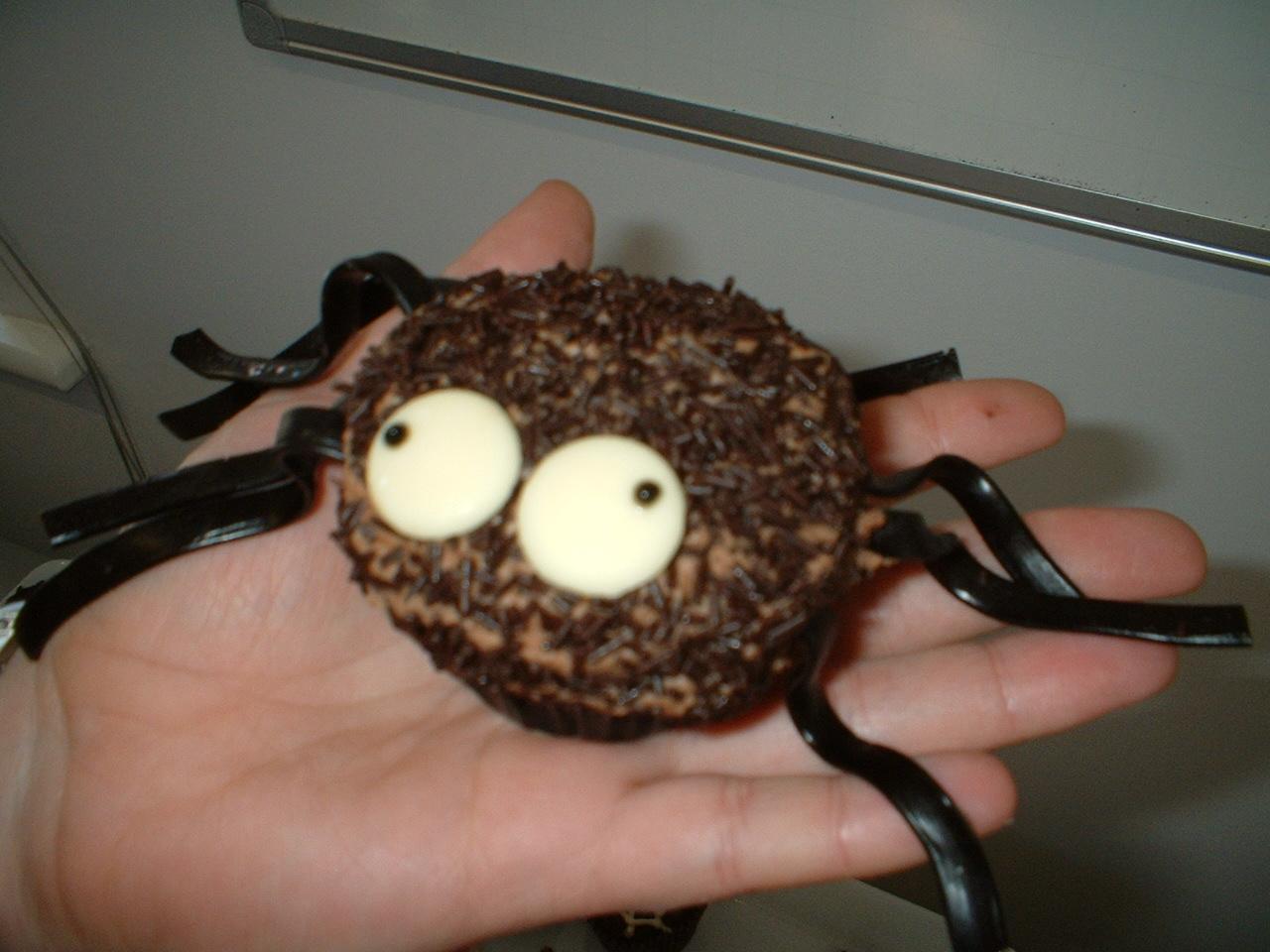 http://4.bp.blogspot.com/_nxqxtkxEJSU/TFFmA-tlFXI/AAAAAAAAAFk/MbyeGXO4fDE/s1600/Spider%2Bhand.jpg