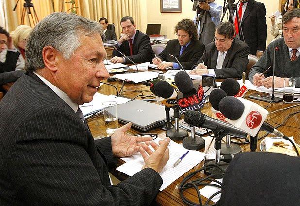 Ex jefe de Sernageomin dice que fue destituido por oponerse a reabrir San José.