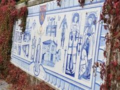 Painel de azulejo numa das entradas do Colégio