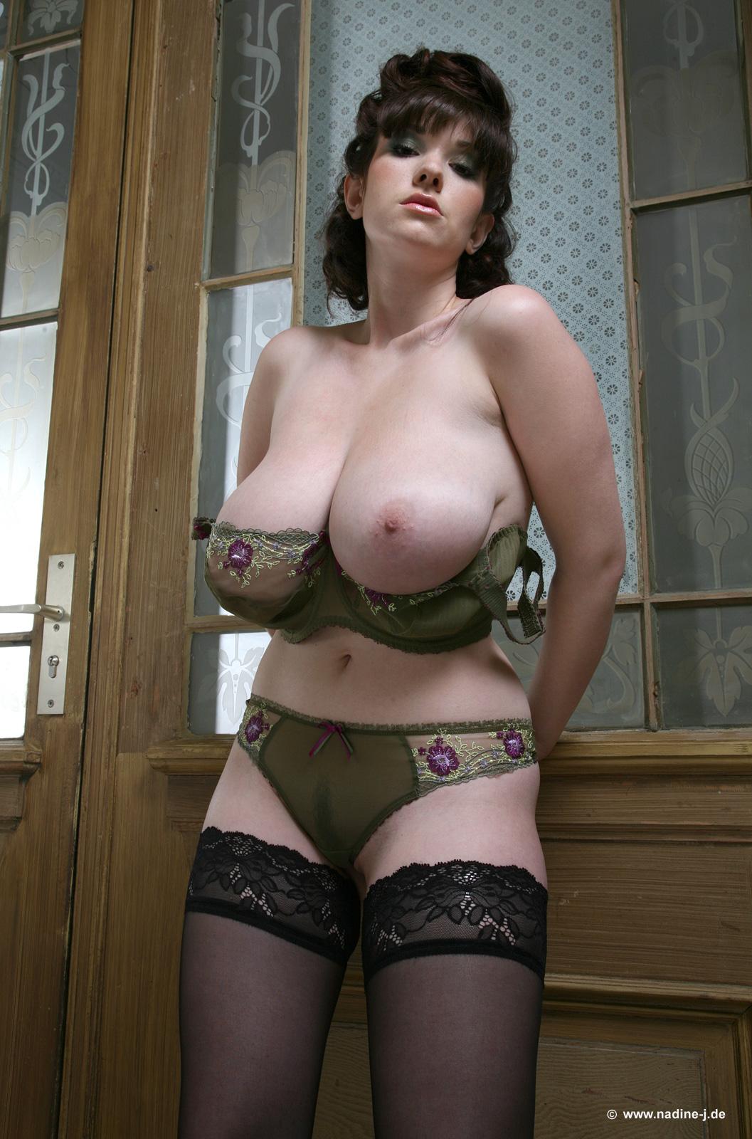 У жены на огороде вывалилась грудь 6 фотография