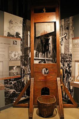dolcett guillotine joy studio design gallery best design. Black Bedroom Furniture Sets. Home Design Ideas